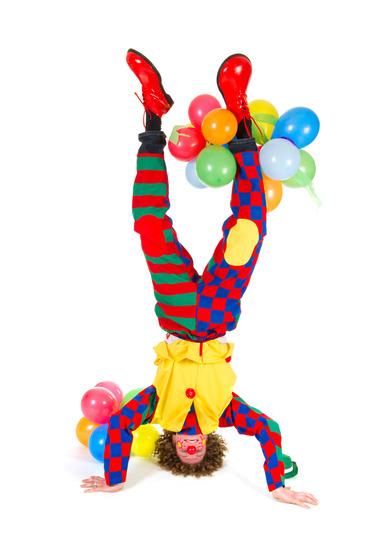 Akrobaten und Clowns mieten